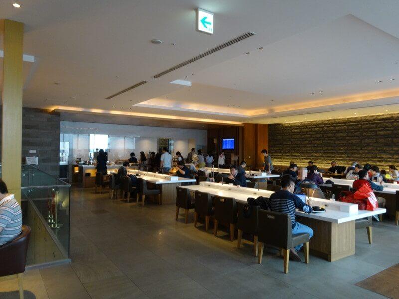 成田空港サクララウンジ2階フロア