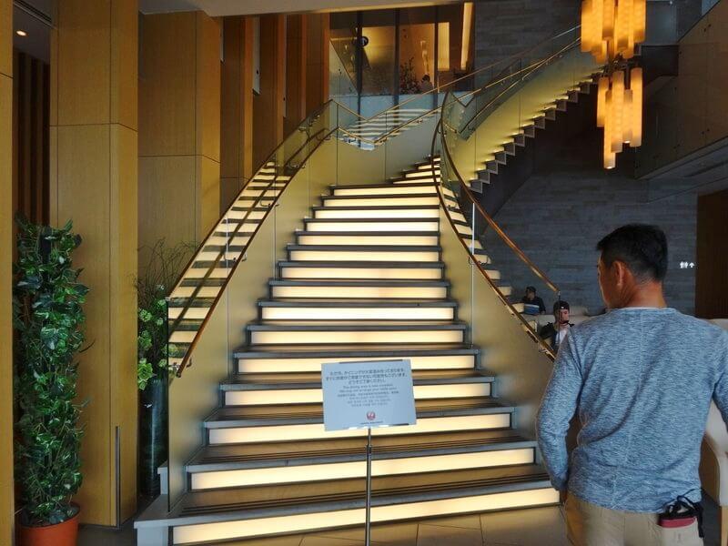 成田空港サクララウンジ1階から2階