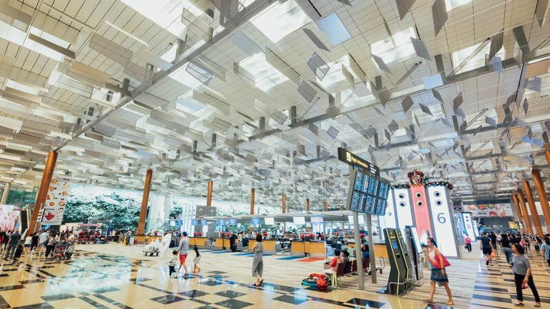 空港ロビー-1