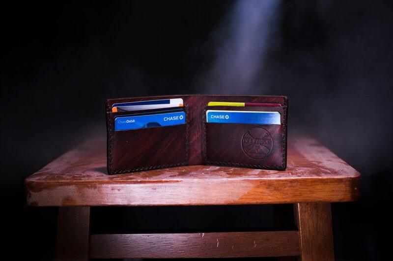 マイルを貯めるにはクレジットカード選びが重要