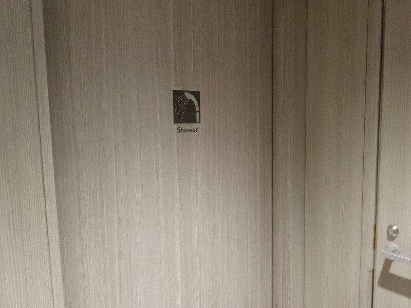 シャワールームの入口