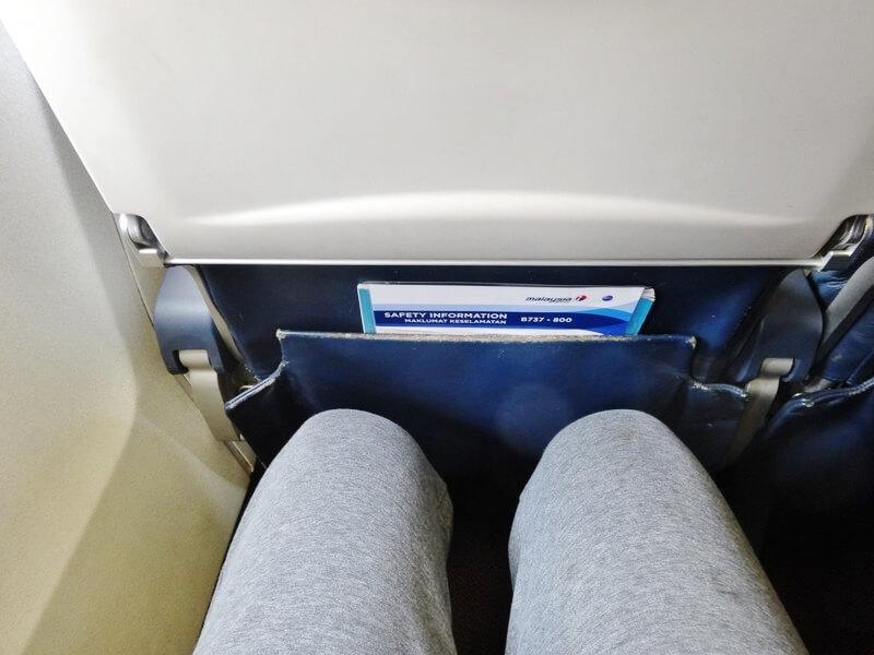 前のシートとの間隔