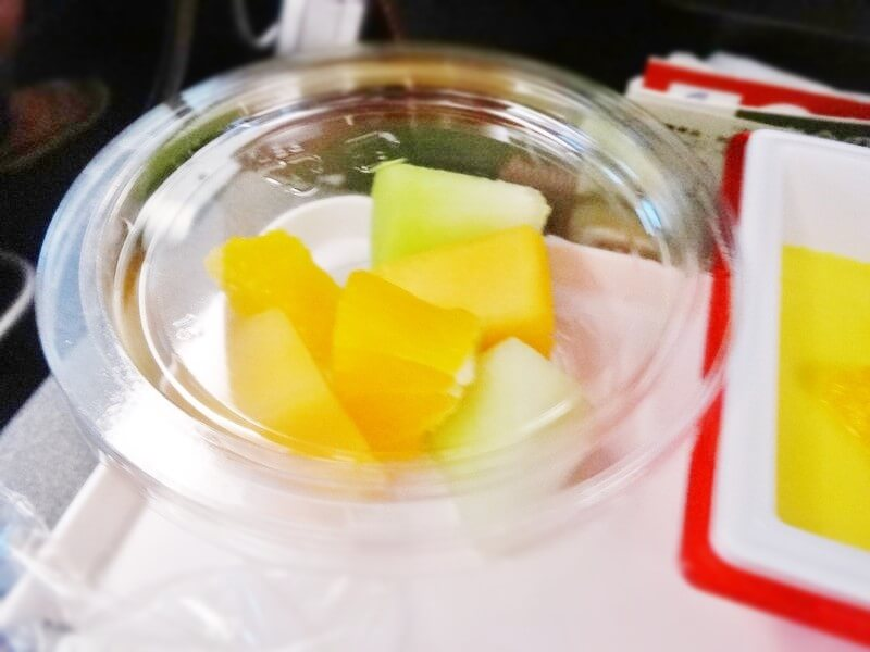 JAL942便‐機内食-カットフルーツ