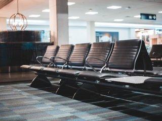 空港の搭乗待合席
