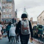 海外を旅する人