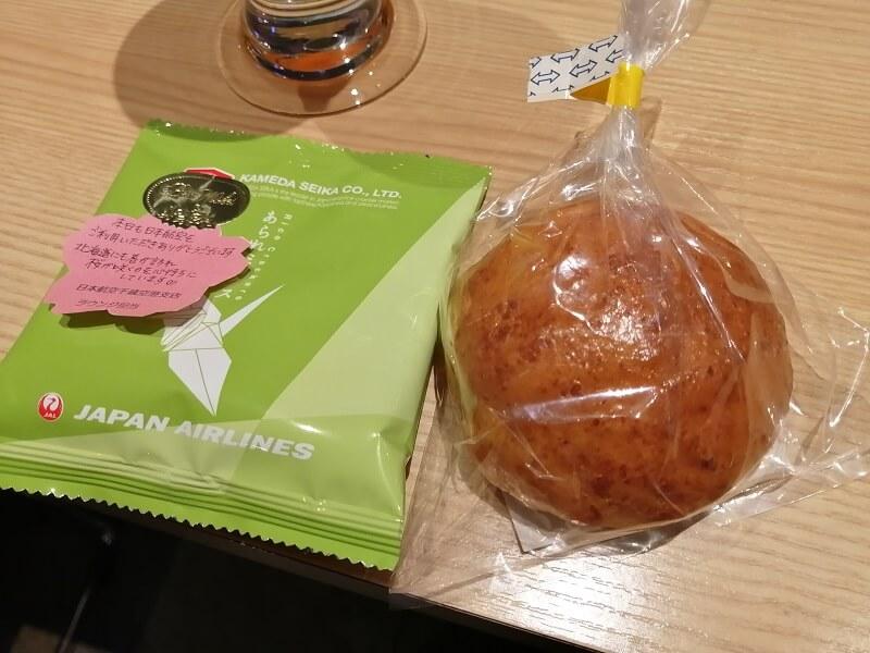 新千歳空港ダイヤモンドプレミアラウンジの個別包装のパン